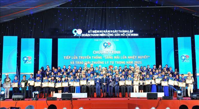 Pemberian Hadiah Ly Tu Trong Tahun 2020 Kepada 98 Kader Liga Pemuda Yang Tipikal - ảnh 1