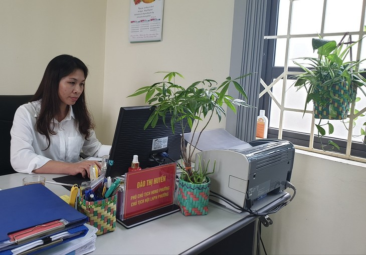 Ibu Dao Thi Huyen – Seorang Perempuan Yang Sepenuh Hati Membersihkan Lingkungan Laut - ảnh 1