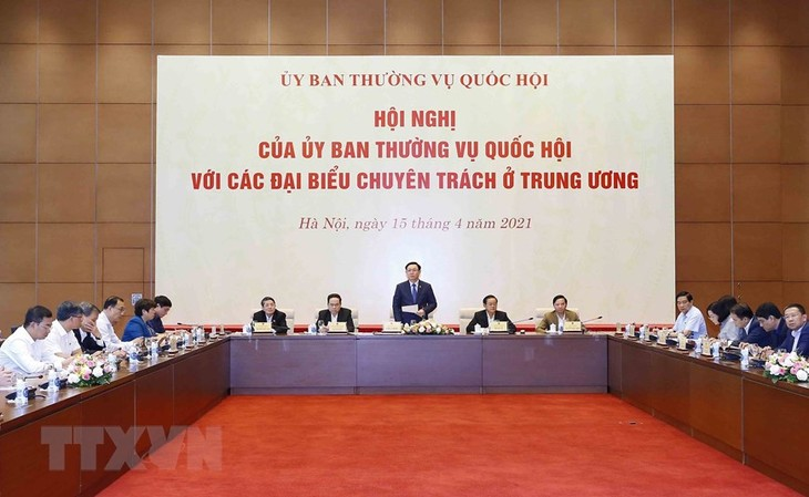 Ketua MN Vuong Dinh Hue Pimpin Konferensi Komite Tetap MN dengan Para Anggota Fulltimer di Pusat - ảnh 1