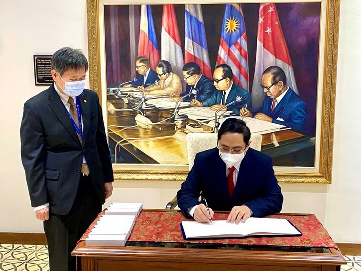 Vietnam Berikan Sumbangan Positif dan Substantif pada KTT Para Pemimpin ASEAN - ảnh 1