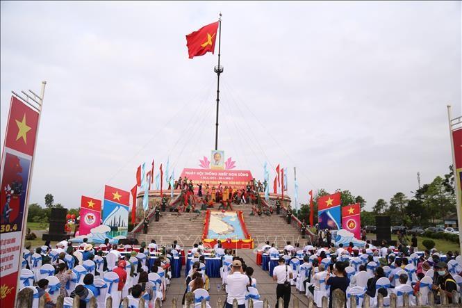 Kegiatan-Kegiatan Sambut HUT ke-46 Hari Pembebasan Vietnam Selatan dan Penyatuan Tanah Air di dalam dan luar Negeri - ảnh 1