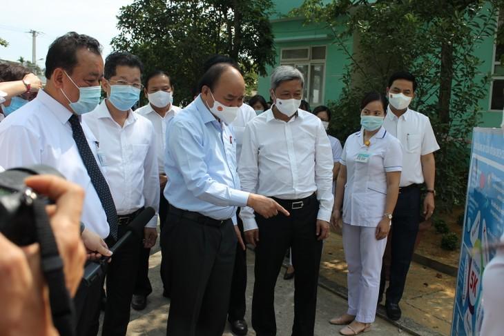 Presiden Nguyen Xuan Phuc Memeriksa Pekerjaan Pencegahan dan Penanggulangan Wabah Covid-19 di Kota Da Nang - ảnh 1