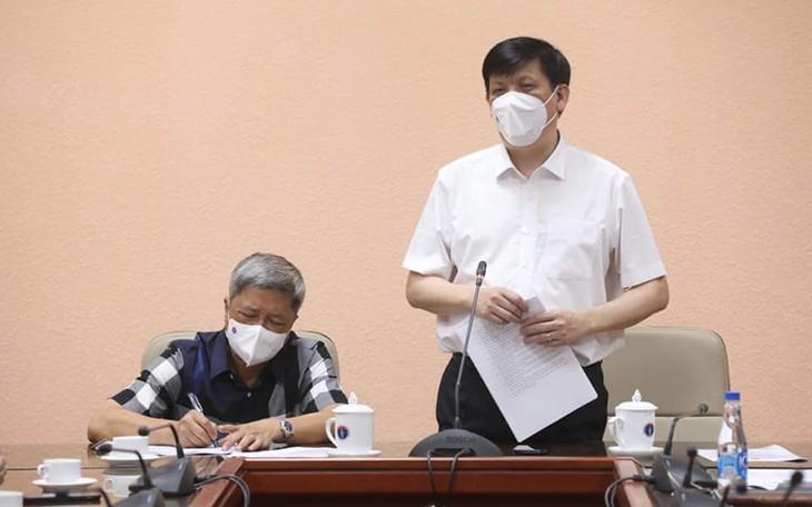 Tiga Puluh Lima  Nakes  dan Pakar Kesehatan Vietnam Datang Untuk Membantu Republik Demokrasi  Rakyat Laos Kendalikan Wabah Covid-19 - ảnh 1