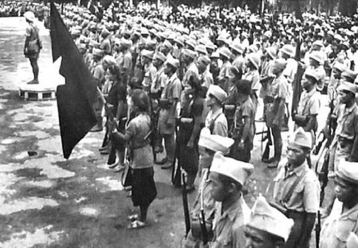 Peringatan HUT ke-76 Hari Revolusi Agustus (19/8/1945-19/8/2021: Ingatkan Hari-Hari Bulan Agustus yang Heroik  - ảnh 4