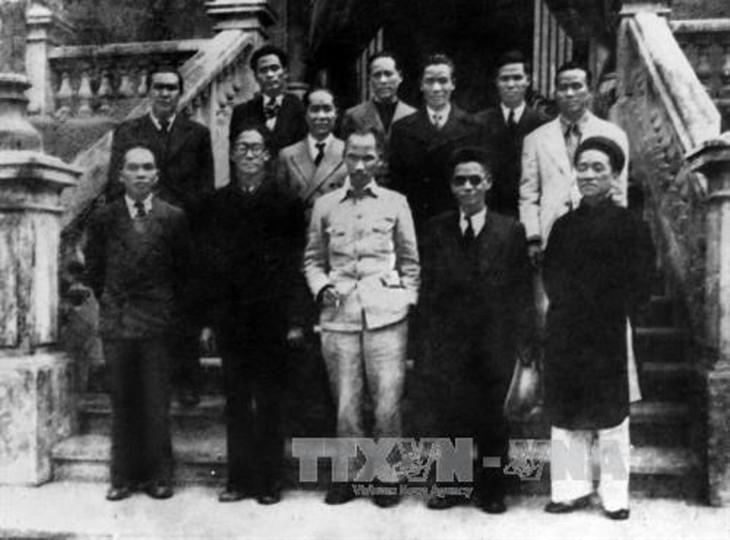 Peringatan HUT ke-76 Hari Revolusi Agustus (19/8/1945-19/8/2021: Ingatkan Hari-Hari Bulan Agustus yang Heroik  - ảnh 10