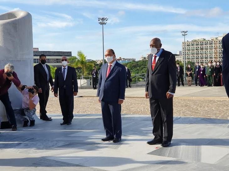 Presiden Kuba Berikan Bintang Jose Marti kepada Presiden Nguyen Xuan Phuc - ảnh 2
