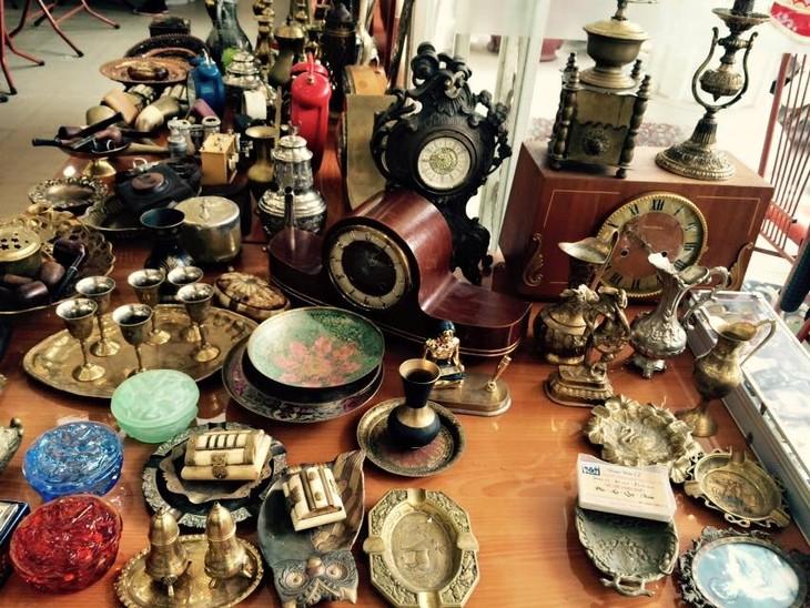 Vintage- Art Flea market in Ha Noi - ảnh 4