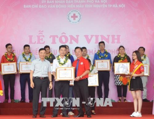 Outstanding blood donors honored across Vietnam - ảnh 1