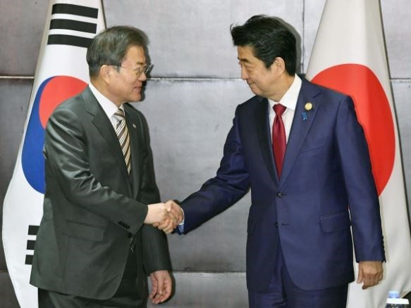 Japan urges South Korea to take steps in resolving bilateral row - ảnh 1