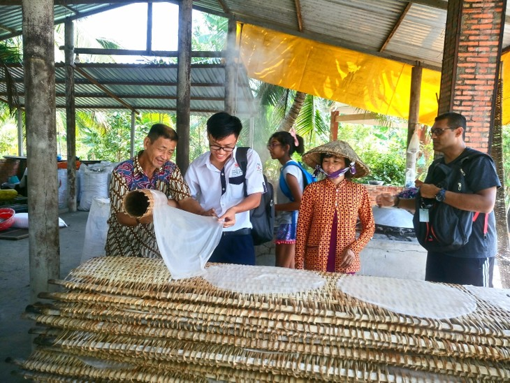 Visiting a noodle factory in the Mekong Delta - ảnh 1