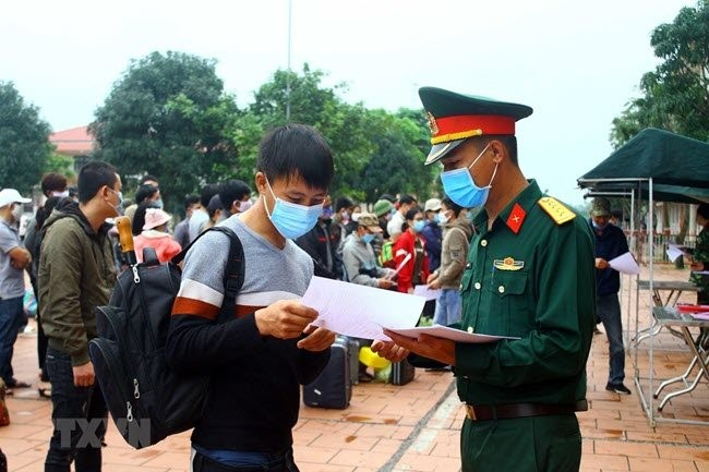 Life inside Vietnam's army-run quarantine camps - ảnh 5
