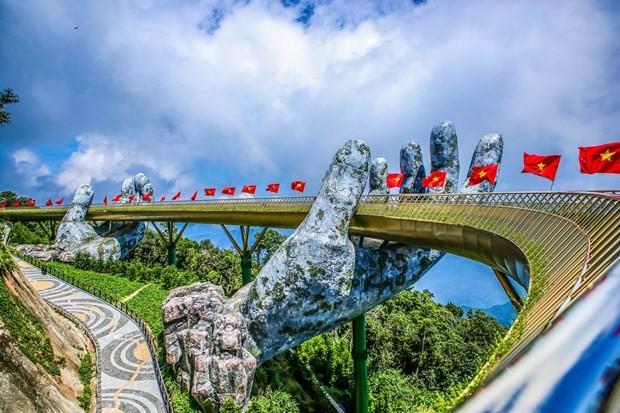 Golden Bridge in Da Nang named world's new wonders by UK daily - ảnh 1