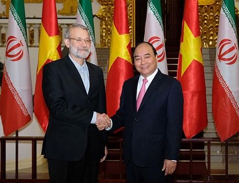 PM Nguyen Xuan Phuc menerima Ketua Parlemen Republik Islam Iran - ảnh 1