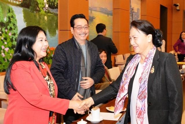 Ketua MN Viet Nam, Nguyen Thi Kim Ngan melakukan temu muka dengan pemimpin dan wartawan dari berbagai kantor pemberitaan dan pers - ảnh 1