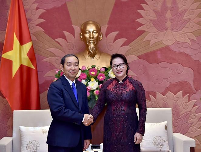 Ketua MN Nguyen Thi Kim Ngan menerima Ketua  Mahkamah Rakyat  Agung Laos, Khampha Sengdara  - ảnh 1