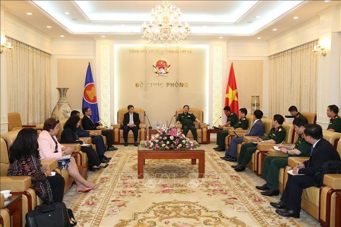 Menhan Ngo Xuan Lich menerima Sekjen ASEAN - ảnh 1