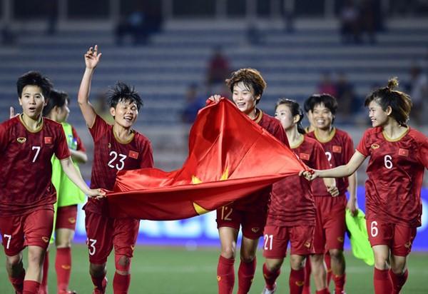 PM Nguyen Xuan Phuc Memuji Tekat dan Semangat yang Luar Biasa dari Tim Sepak Bola Putri Vietnam - ảnh 1