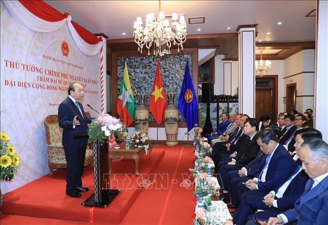 PM Nguyen Xuan Phuc Melakukan Pertemuan dengan Komunitas Orang Vietnam di Myanmar - ảnh 1