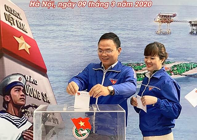 Kaum remaja Ibu Kota mendukung Dana demi Laut dan Pulau Vietnam - ảnh 1