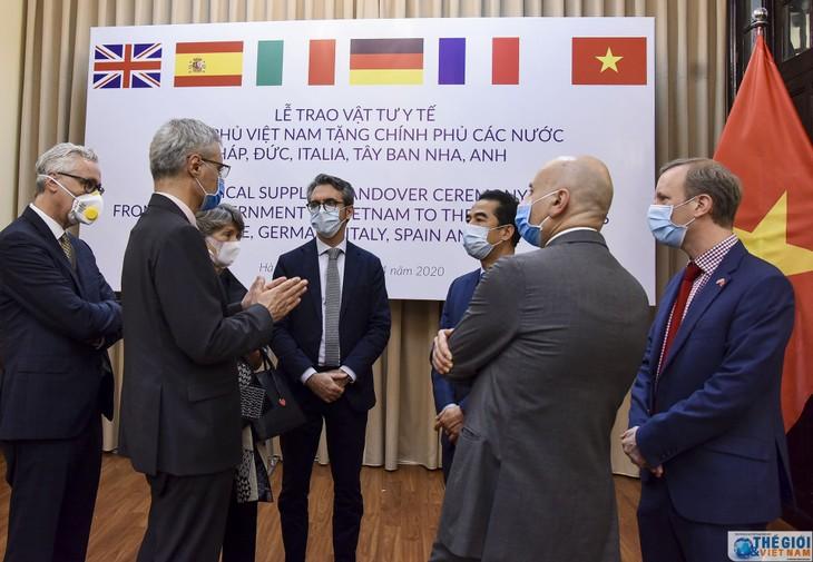 Dunia internasional menilai tinggi Vietnam yang membantu negara-negara yang menjumpai kesulitan karena pandemi Covid-19 - ảnh 1