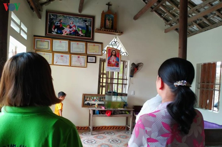 Perayaan Paskah diadakan umat Katolik sesuai dengan ketentuan mencegah dan memberantas wabah Covid-19 - ảnh 1