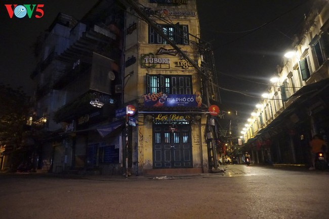 Pemandangan Kota Hanoi yang tenteram sentosa pada pembatasan sosial - ảnh 8