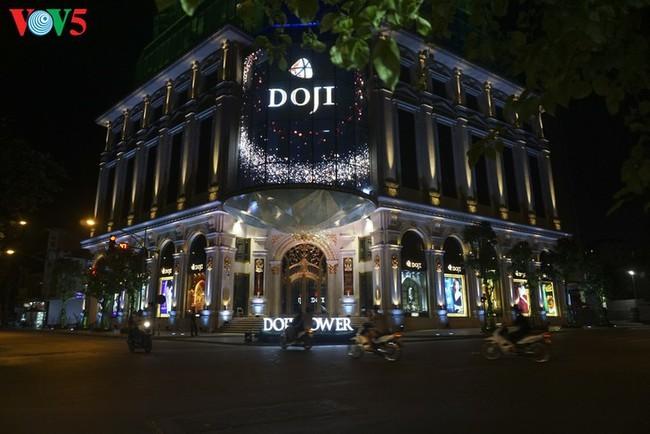 Pemandangan Kota Hanoi yang tenteram sentosa pada pembatasan sosial - ảnh 9