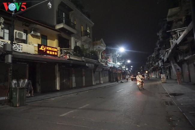 Pemandangan Kota Hanoi yang tenteram sentosa pada pembatasan sosial - ảnh 10
