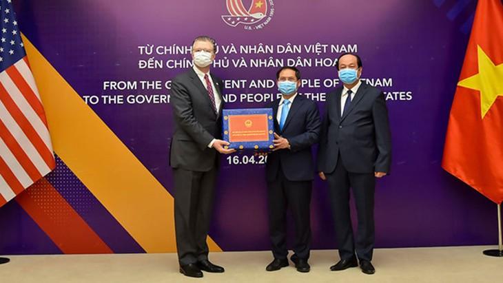 AS memberikan bantuan sebanyak 9,5 juta USD kepada Vietnam untuk melawan wabah Covid-19 - ảnh 1