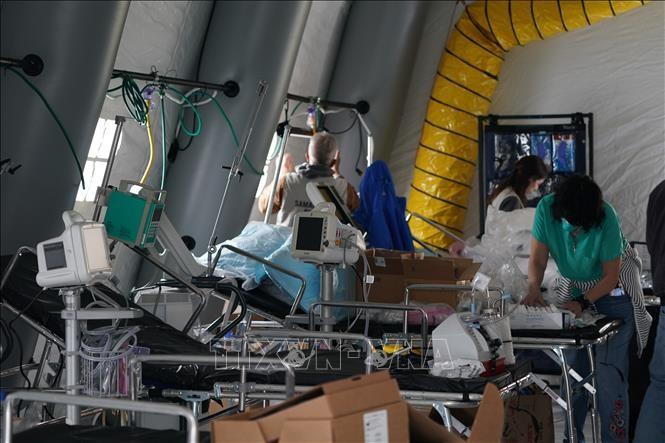 Wabah Covid-19: Wabah Covid-19: AS menutup rumah sakit lapangan, Singapura lagi mencatat ratusan kasus baru infeksi SARS-CoV-2 - ảnh 1