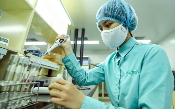 Vietnam melakukan uji coba injeksi vaksin pencegah Covid-19 ke tikus - ảnh 1