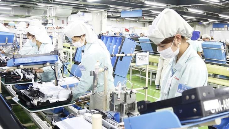 Vietnam punya keuntungan dalam menyerap investasi pasca wabah Covid-19 - ảnh 1