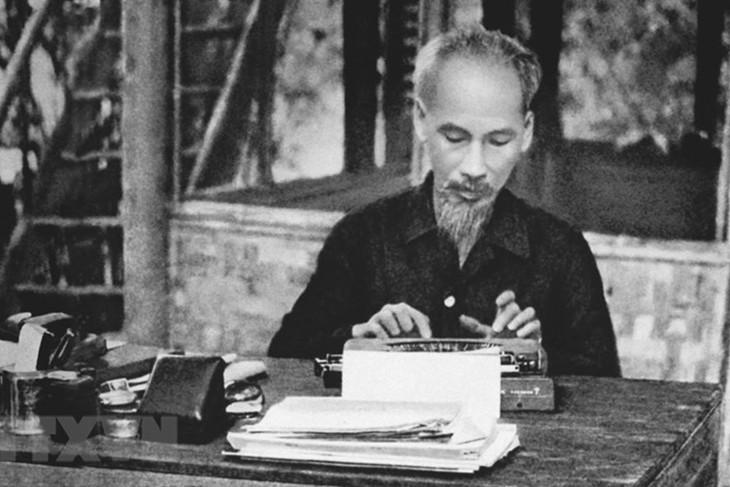 Pikiran diplomatik Ho Chi Minh adalah warisan yang tak ternilaikan harganya - ảnh 1