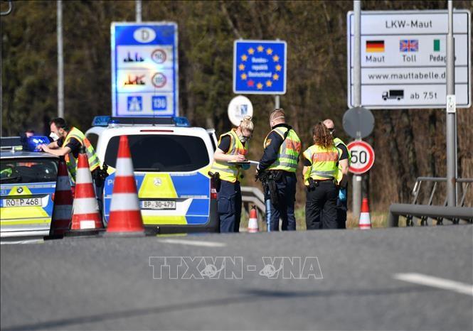 Banyak negara Eropa mulai membuka pintu perbatasan dan menghapus langkah-langkah pembatasan - ảnh 1