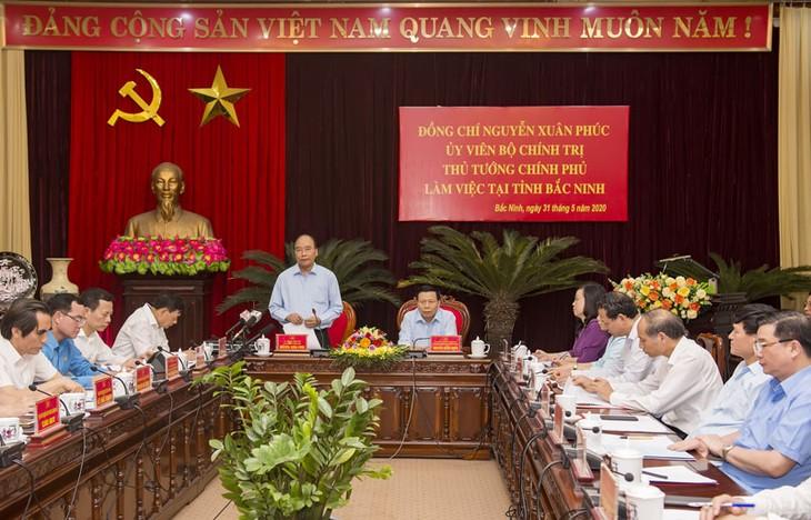 PM Nguyen Xuan Phuc melakukan temu kerja dengan pemimpin Provinsi Bac Ninh - ảnh 1