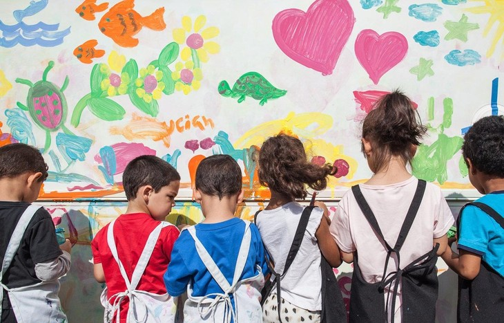 Hari Anak-Anak Internasional (1/6) khusus di banyak negara Eropa - ảnh 1
