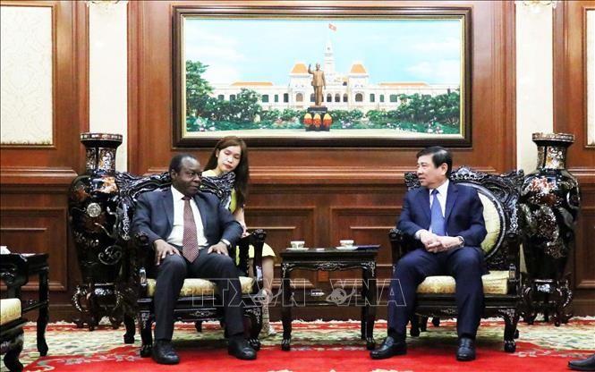 Kota Ho Chi Minh bersedia memperhebat kerjasama dengan Angola dan Armenia - ảnh 1