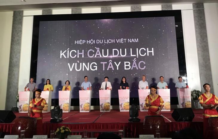 Delapan provinsi di daerah Tay Bac yang diperluas bersinergi melakukan stimulasi pariwisata pasca Covid-19 - ảnh 1