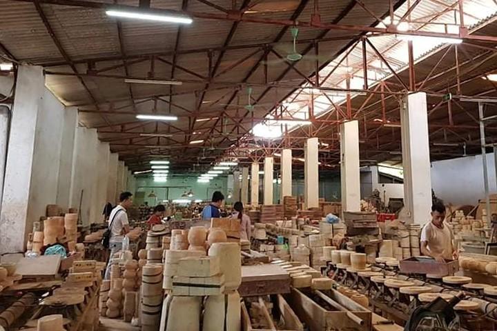Desa Kerajinan Hanoi Memulihkan Produksi Pasca Wabah Covid-19 - ảnh 1