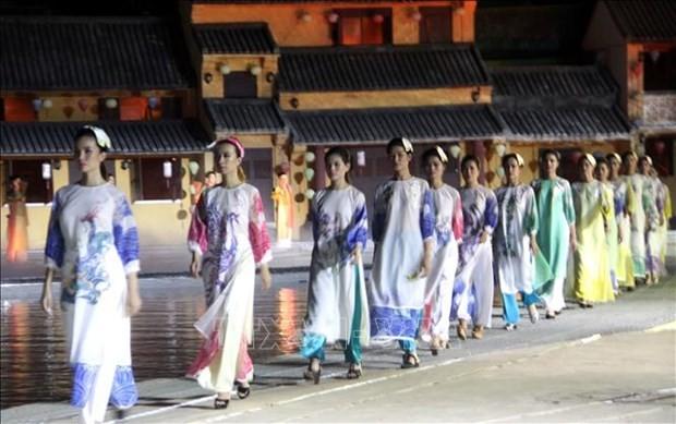 """Festival """"Ao dai Hoi An"""" yang khas dan mengesankan– lanskap Vietnam - ảnh 1"""