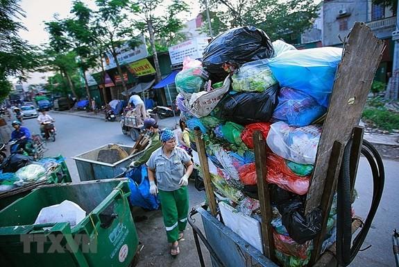 Memperkuat pengelolaan limbah keras dan sampah plastik - ảnh 1