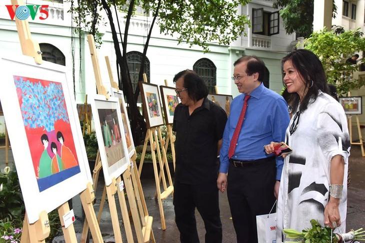 Pameran lukisan pelukis kontemporer Vietnam dalam musim isolasi - ảnh 7