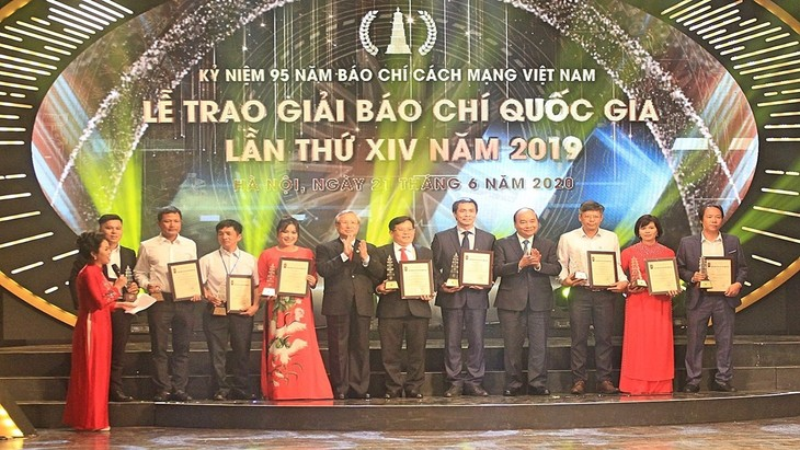 Memuliakan 140 karya yang memenangkan hadiah penghargaan Pers Nasional tahun 2019 - ảnh 1