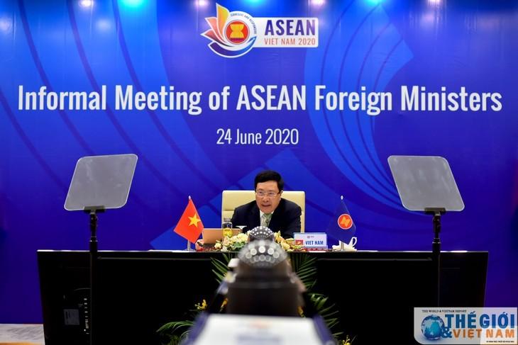 Vietnam melakukan kerjasama secara erat dengan para anggota ASEAN untuk mendorong target-target bersama - ảnh 1