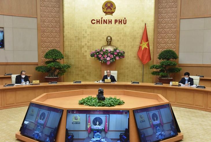 Pemerintah Vietnam memberlakukan Resolusi tentang langkah-langkah membantu warga yang menghadapi kesulitan karena pandemi Covid-19 - ảnh 1