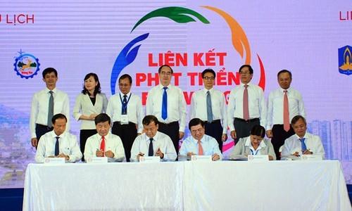 Memperkuat konektivitas perkembangan pariwisata di daerah Nam Bo Timur - ảnh 1