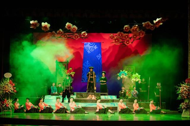 """Pertunjukan lakon opera Cai Luong yang khas dengan tema: """"Kisah Cinta Khau Vai"""" - ảnh 1"""