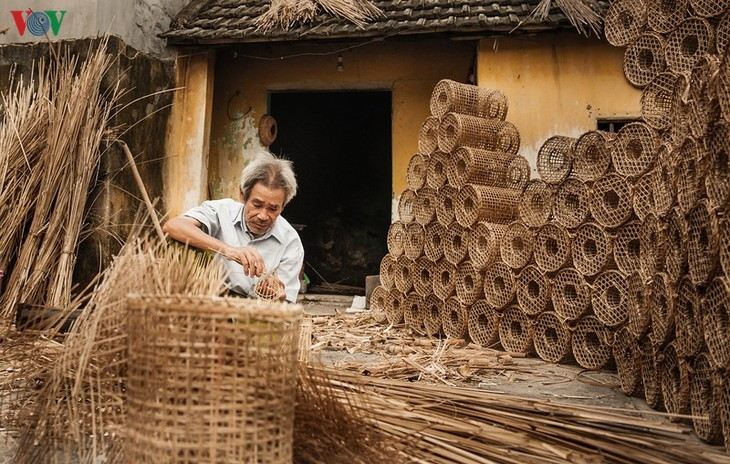 Desa Kerajinan Anyaman Bubu Ikan Tradisional Hung Hoc di Provinsi Quang Ninh - ảnh 1