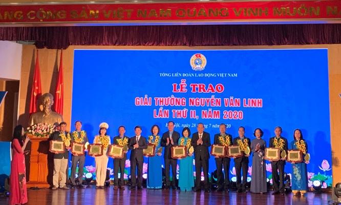 Menyampaikan hadiah Nguyen Van Linh ke-2 2020 - ảnh 1