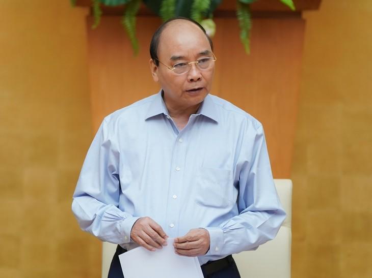 PM Nguyen Xuan Phuc memimpin sidang harian Pemerintah tentang Covid-19 - ảnh 1
